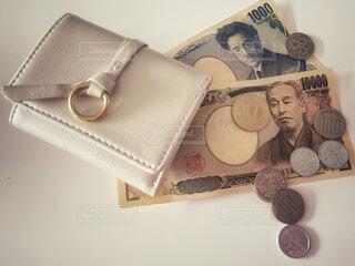 財布と現金の写真・画像素材[4174087]