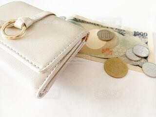 財布と現金の写真・画像素材[4174084]