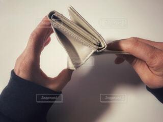 空っぽの財布の写真・画像素材[4174377]