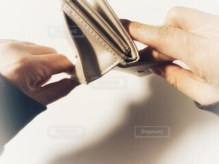 空っぽの財布の写真・画像素材[4174378]