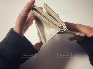 空っぽの財布の写真・画像素材[4174388]