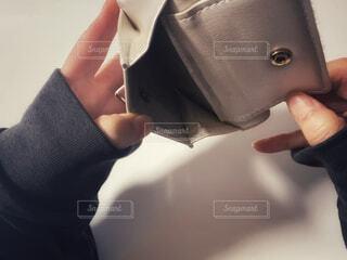 空っぽの財布の写真・画像素材[4174385]