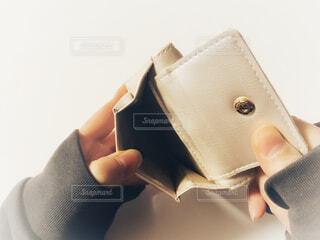 空っぽの財布の写真・画像素材[4174386]