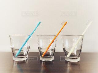 歯ブラシとコップの写真・画像素材[4245191]