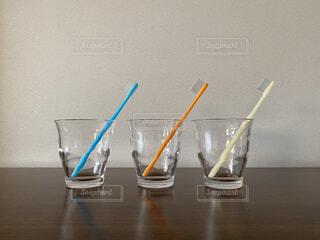 歯ブラシとコップの写真・画像素材[4245175]
