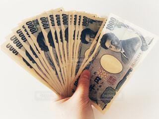 千円札を扇子型に持った手の写真・画像素材[4259706]