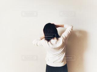 ボサボサの髪で困っている人の写真・画像素材[4607270]
