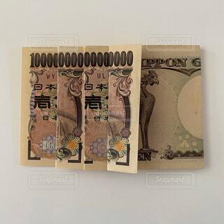 一万円札で1京の写真・画像素材[4771607]