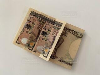 一万円札で1京の写真・画像素材[4771615]