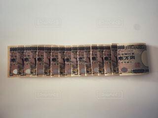 一万円札で無量大数。1の後ろの0が68個の写真・画像素材[4771713]