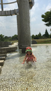 水遊びする女の子の写真・画像素材[1479304]