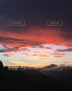 山に沈む夕日の写真・画像素材[1529627]