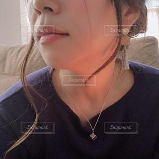 近くの女性のアップの写真・画像素材[1631418]