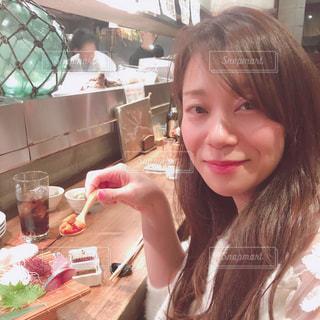 レストランの食糧を準備する女性の写真・画像素材[1698574]