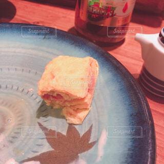 皿の上のケーキの一部の写真・画像素材[1698575]