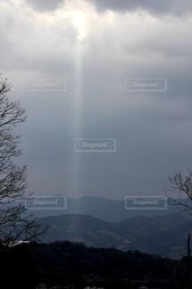 薄明光線の写真・画像素材[1503152]