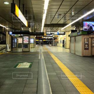 人がいない駅の写真・画像素材[1529998]