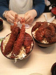 エビフライ丼とソースカツ丼の写真・画像素材[1478746]