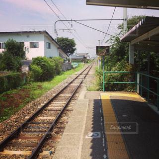 ほぼ無人駅からの線路の写真・画像素材[1476443]
