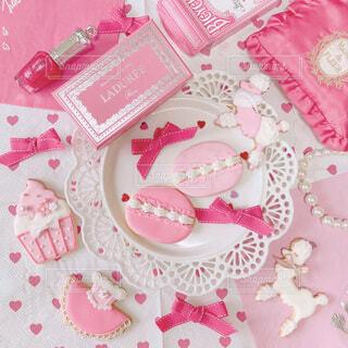 ピンクと白の花の写真・画像素材[1477197]