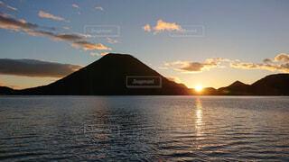 朝日と榛名山の写真・画像素材[1532181]