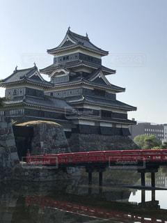 赤い橋と松本城の写真・画像素材[1479175]