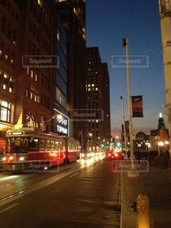夜景と路面電車の写真・画像素材[1480183]