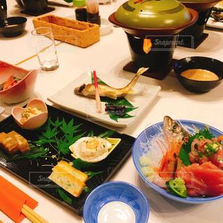 旅館の夕飯の写真・画像素材[1486150]