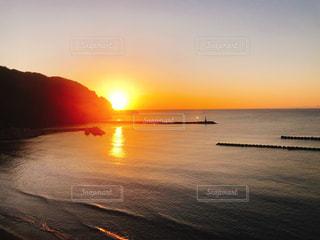 海に沈む夕日の写真・画像素材[2960743]