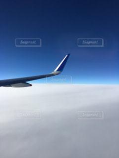 翼と雲と大気圏の写真・画像素材[1562054]