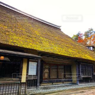 古い豪農の古民家を移築した茅葺き屋根の立派な古屋敷の写真・画像素材[1486310]