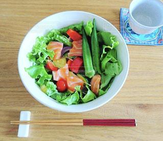 ダイエットにもいいサーモンサラダの写真・画像素材[1489925]