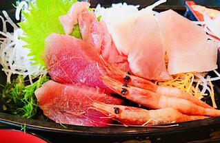 魚市場にて刺身盛り合わせ🦐の写真・画像素材[1500674]