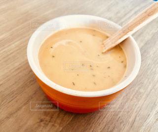 木製テーブルの上のスープの写真・画像素材[1508817]