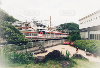小田原の小田急線風祭駅に電車が入ってきたところの写真・画像素材[1578302]