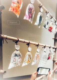 アクリルで作られた金魚達の写真・画像素材[1579942]