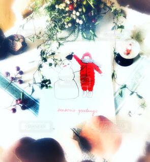 クリスマスカードとスワッグとスノーグローブの写真・画像素材[1617881]