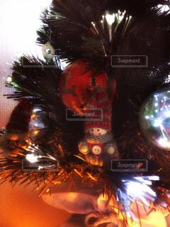 クリスマスツリーの雪だるまのオーナメントの写真・画像素材[1671562]