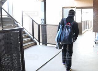 朝の送り出し後の学生服を着た男子高校生の写真・画像素材[1845966]