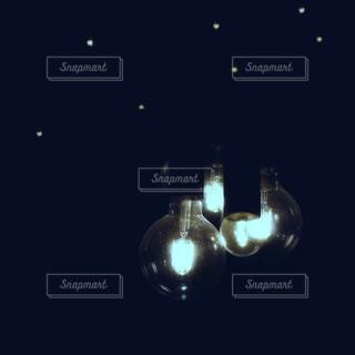 オシャレな電球💡の写真・画像素材[2068248]