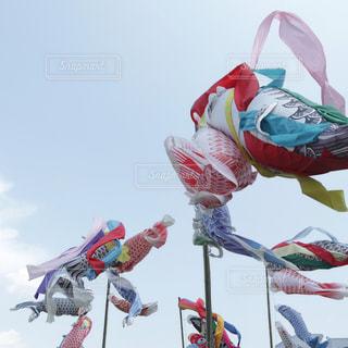 青空を泳ぐ鯉のぼりの写真・画像素材[2086803]