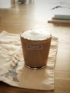 テーブルの上のコーヒー1杯の写真・画像素材[2788532]