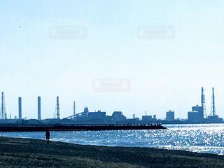 稲毛の浜から見える京葉臨海工業地域の写真・画像素材[1569677]