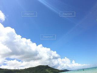 空には雲のグループの写真・画像素材[1487048]