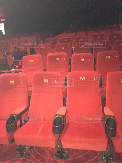 映画館の赤い座席の写真・画像素材[1485988]