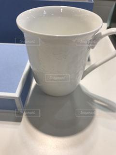 近くのテーブルに座ってコーヒー カップの写真・画像素材[1488208]