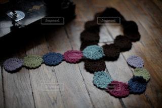 かぎ編みのモチーフを繋いで娘のマフラーの写真・画像素材[1510992]