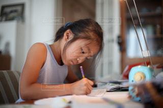 宿題をする女の子の写真・画像素材[1535701]