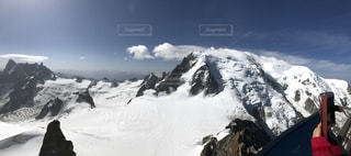 雪に覆われた山の頂上の写真・画像素材[1490215]