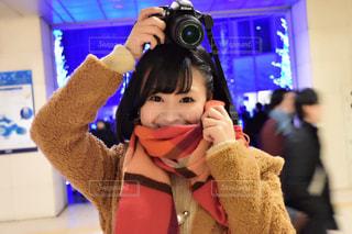 イルミネーションカメラ女子の写真・画像素材[1490329]